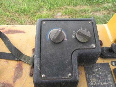 Detail photo of 2002 Caterpillar D4G XL from Construction Equipment Guide