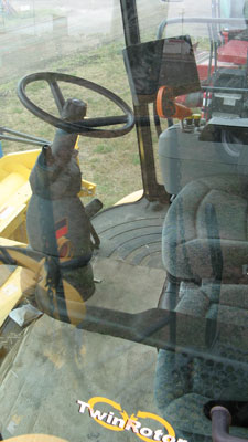 Detail photo of 2007 New Holland CR9060 from Construction Equipment Guide