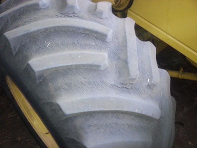 Detail photo of 1998 New Holland TR98 from Construction Equipment Guide