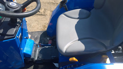 Detail photo of 2011 New Holland T1520 from Construction Equipment Guide