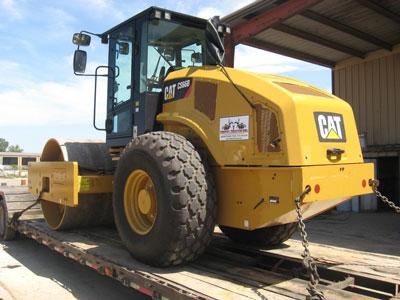 Detail photo of 2013 Caterpillar CS66B from Construction Equipment Guide