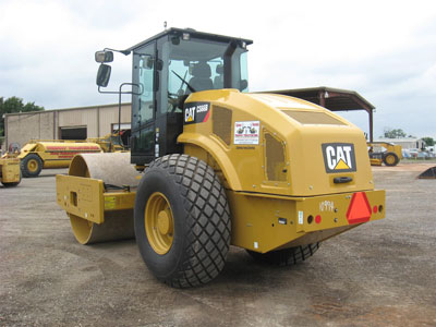 Detail photo of 2015 Caterpillar CS66B from Construction Equipment Guide