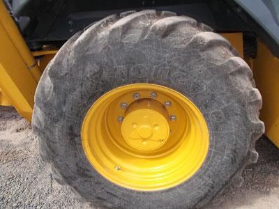 Detail photo of 2015 John Deere 310SL from Construction Equipment Guide