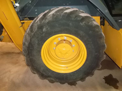 Detail photo of 2015 John Deere 310SL from Construction Equipment Guide