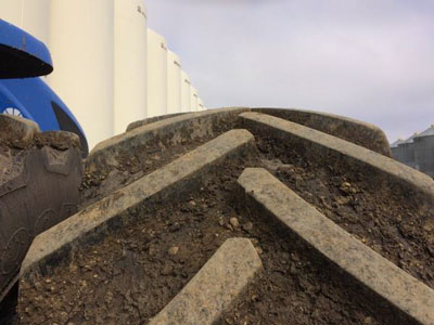 Detail photo of 2013 New Holland T9.450 from Construction Equipment Guide