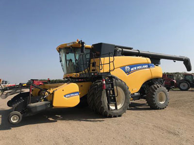 Detail photo of 2013 New Holland CR9090 from Construction Equipment Guide