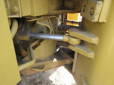 Detail photo of 1980 Caterpillar 815 from Construction Equipment Guide