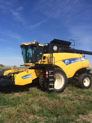 Detail photo of 2010 New Holland CR9060 from Construction Equipment Guide