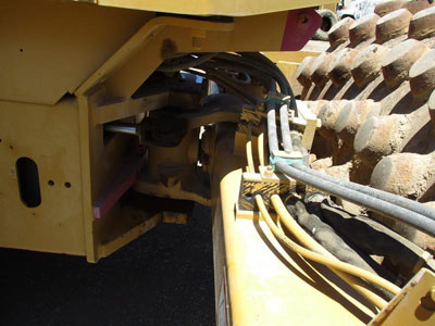 Detail photo of 2005 Caterpillar CP-563E from Construction Equipment Guide