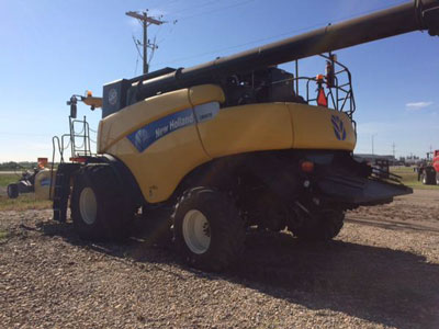 Detail photo of 2010 New Holland CR9070 from Construction Equipment Guide