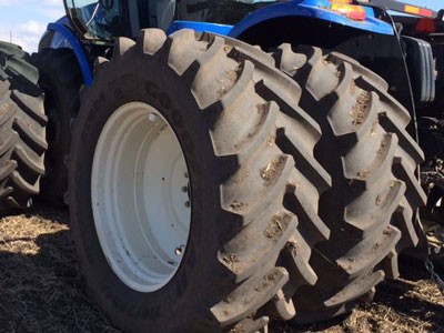 Detail photo of 2014 New Holland T9.390 from Construction Equipment Guide