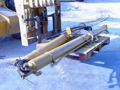 CATERPILLARD350E II, Dump Body Hoist Cylinders