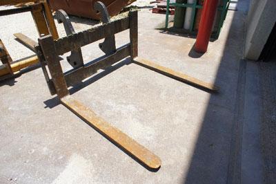 CATERPILLAR930G/420E IT Pallet Forks, 48
