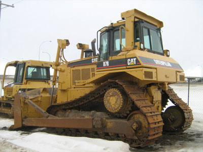 Detail photo of 2000 Caterpillar D7R from Construction Equipment Guide