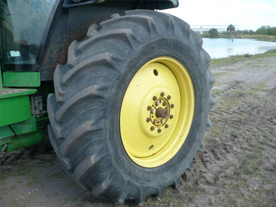 Detail photo of 1989 John Deere 4055 from Construction Equipment Guide