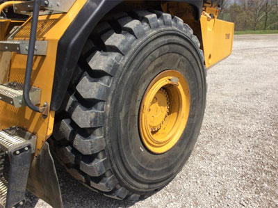 Detail photo of 2011 John Deere 400D II from Construction Equipment Guide