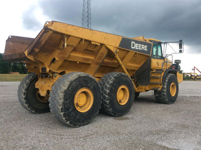 Detail photo of 2009 John Deere 400D from Construction Equipment Guide
