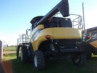 Detail photo of 2005 New Holland CR960 from Construction Equipment Guide