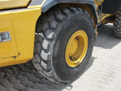 Detail photo of 2011 John Deere 250D from Construction Equipment Guide