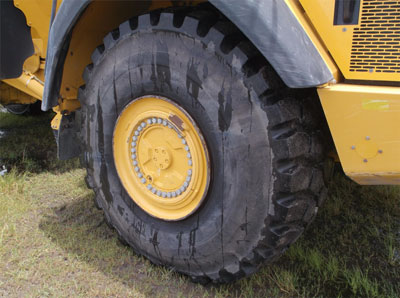 Detail photo of 2013 John Deere 410E from Construction Equipment Guide