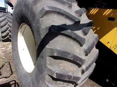 Detail photo of 2012 New Holland CR8090 from Construction Equipment Guide